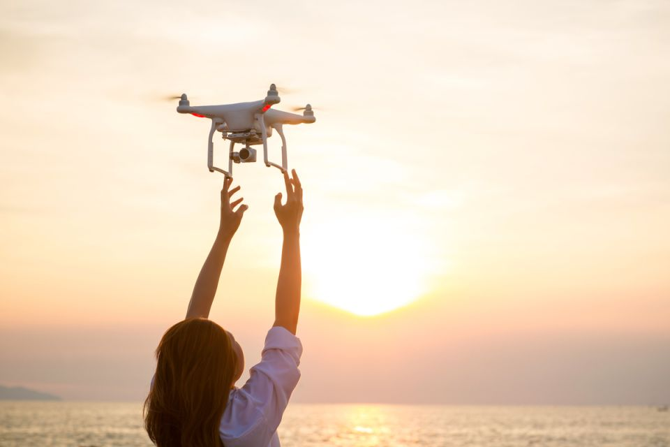 Drones are affordable, lightweight, and easy-to-use devices that allow unthinkable use of airspace at another time. Since they could obtain, from their inherent qualities, photographic and video captures that would otherwise be more difficult and expensive to obtain.5 drones that give you the best aerial shots